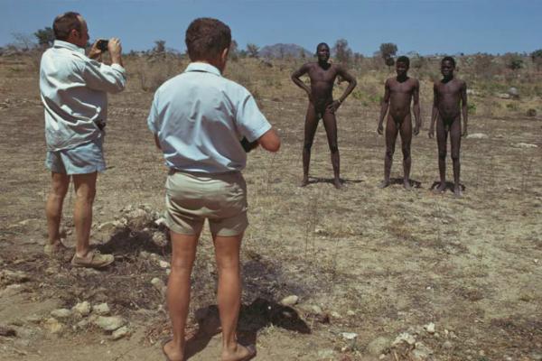 "Michael Friedel ""Touristen, Rundreise, Busensafari, nackte Afrikaner"", Nordkamerun, 1975"