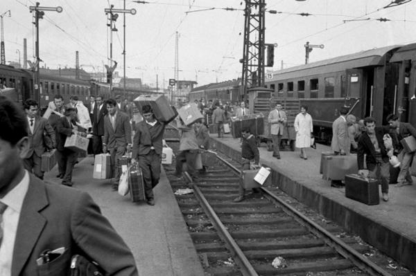 """Michael Friedel """"Ankunft italienischer Gastarbeiter"""", Hauptbahnhof München, 1953"""