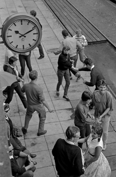 "Michael Friedel ""Rock around the clock, Ausflug"", Bahnhof Wolfratshausen, Oberbayern, 1955"