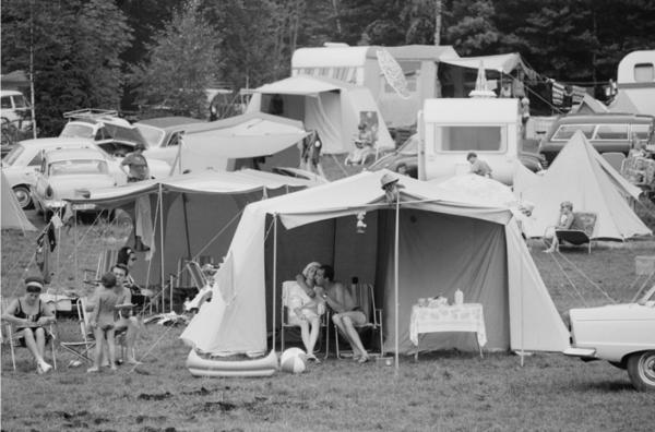 "Michael Friedel, STERN-Reportage: ""Flitterwochen auf dem Zeltplatz"", Oberbayern, 1967"