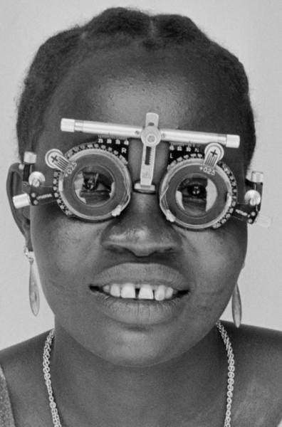 """Michael Friedel """"Sehtest beim Augenarzt"""", Nigeria, 1961"""