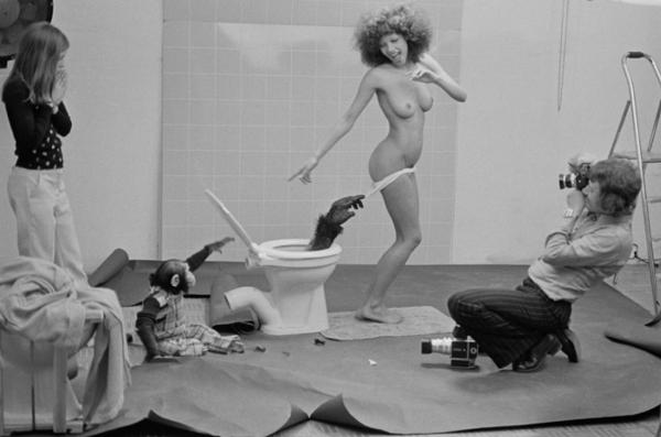 """Michael Friedel """"Posterproduktion """"Affenposter"""" mit Modell Rosy"""", Deutschland, 1967"""