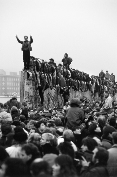 Régis Bossu '' ''VICTORY!'' The wall is down'', November, Berlin, Potsdamer Platz, 1989