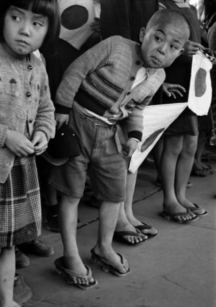 "Werner Bischof ""Ankunft des Kaisers"", Hiroshima, Japan, 1951"