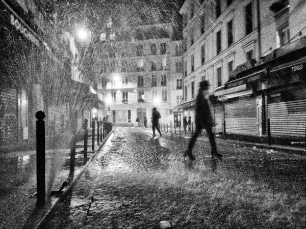 "Emanuele Scorcelletti ""Singing in the rain, Paris"", Dezember 2011"