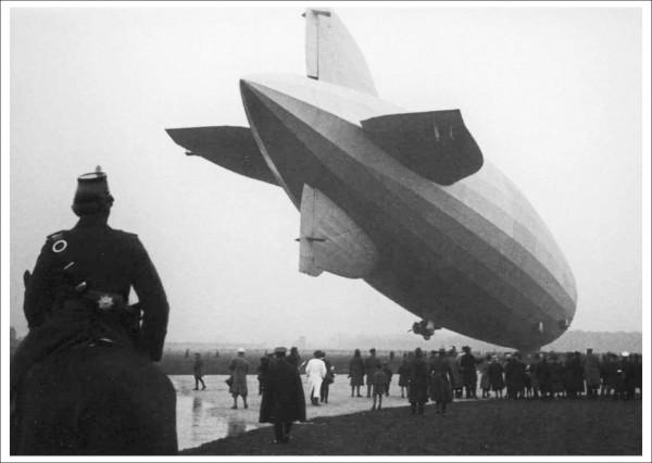 """Postkarte Ernst Leitz Museum """"Alfred Tritschler - Graf Zeppelin, 1928"""""""