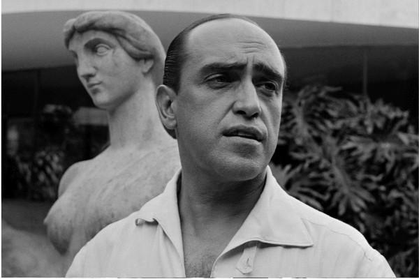 """Michael Friedel """"Oscar Niemeyer, Architekt von Brasilia, Privathaus in Rio"""", Brasilien, 1958"""