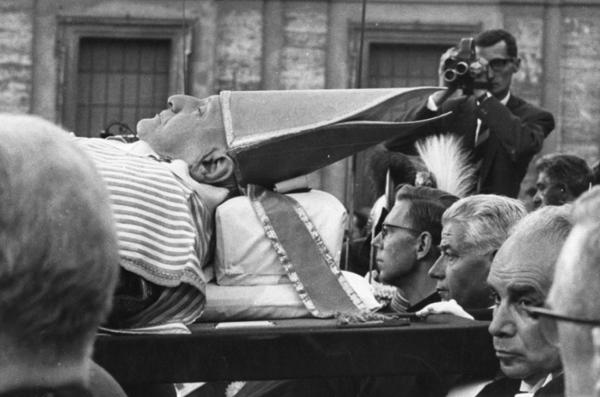 """Michael Friedel """"Begräbnis, Papst Johannes XXIII."""", Petersplatz, Rom, 1963"""